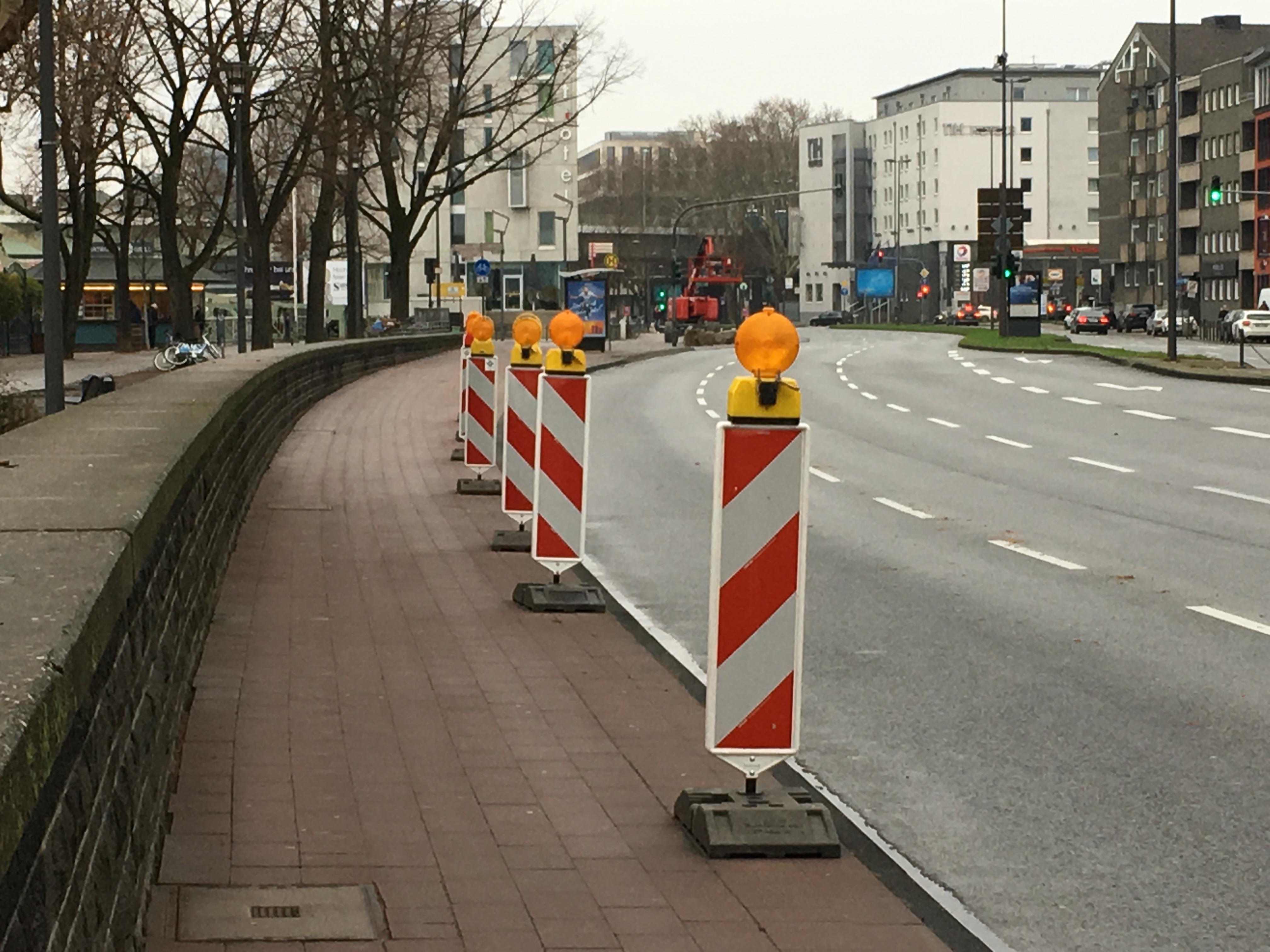 Warnbaken auf dem Radweg